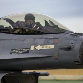 Αμερικανικά και ελληνικά πολεμικά αεροσκάφη πέταξαν πάνω από τα Σκόπια και χαιρέτισαν την ένταξη της χώρας στοΝΑΤΟ