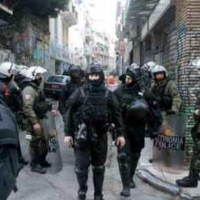 Επιχείρηση της αστυνομίας στα Εξάρχεια σε υπό κατάληψηκτήριο
