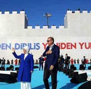 Ισλαμιστικό show στην Αγιά Σοφιά ετοιμάζει ο Ερντογάν και ο γαμπρός του δείχνει τουρκικό drone να «πετάει» στονΈβρο