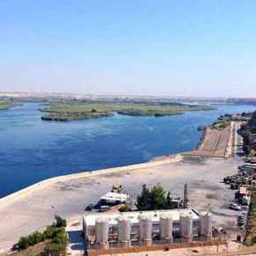 """Γενοκτονία στη Συρία: Η Τουρκία """"κόβει"""" τα νερά τουΕυφράτη"""
