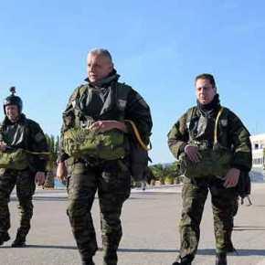 Ο Αρχηγός ΓΕΕΘΑ σε άλμα στη θάλασσα! Ένας ύμνος για την ετοιμότητα των Ενόπλων Δυνάμεων(pics/vid)