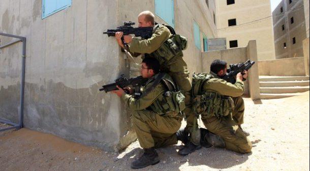 ISRAEL-SOLDIERS-TAVOR-RIFLE-725x400