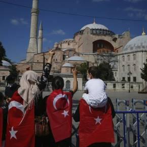 Αγιά Σοφιά: Εικόνες ντροπής – Έτσι κάλυψαν οι Τούρκοι ταψηφιδωτά