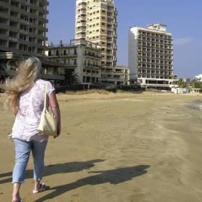 Κύπρος: Άνοιξαν το παραλιακό μέτωπο των Βαρωσίων οιΤούρκοι