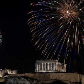 Καλή Πρωτοχρονιά και ευτυχισμένο το 2021: Υπέροχες εικόνες από την Αθήνα και τονΠειραιά