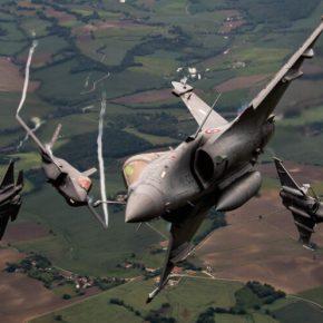 """Εικόνες από το μέλλον της ΠΑ; Rafale και F-35 """"χορεύουν"""" πάνω από τους ουρανούς της Γαλλίας(εικόνες)"""