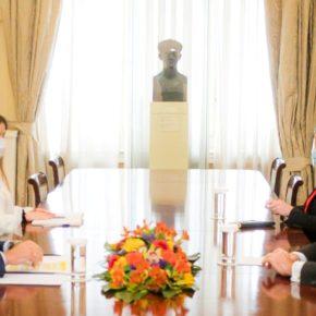 Δένδιας: Τι συζήτησε με τον Αμερικανό πρέσβη ΤζέφριΠάιατ