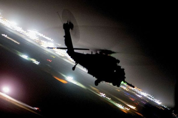 helicopter_night-696x464