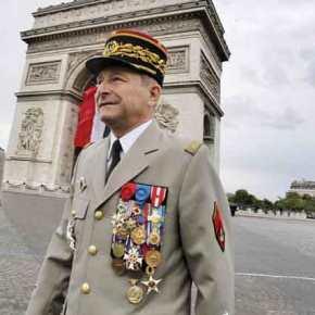 Πολιτικός-»σεισμός» στην Γαλλία: Οι πολίτες θέλουν τον στρατό στηνεξουσία