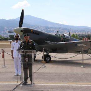 Χαιρετισμός Α/ΓΕΕΘΑ κατά την τελετή υποδοχής του ιστορικού αεροσκάφους Supermarine SpitfireMJ755