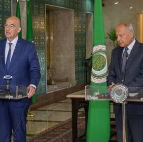 Ιστορικό μνημόνιο συνεργασίας με τον Αραβικό Σύνδεσμο – Ηχηρά μηνύματα Δένδια από τοΚάιρο