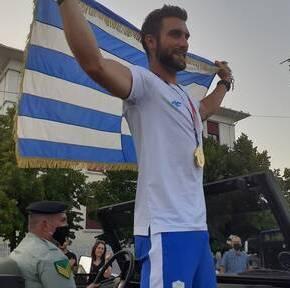 Στέφανος Ντούσκος: Αποθεωτική υποδοχή του χρυσού Ολυμπιονίκη – «Γκρέμισαν τα τείχη» σταΓιάννενα