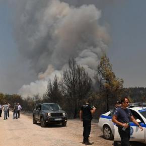 Φωτιά στη Βαρυμπόμπη – Φλόγες μέσα στα πρώην βασιλικάκτήματα!