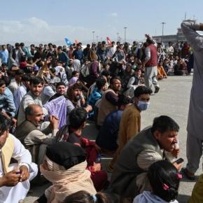 """Διπλωμάτης Καμπούλ: Ούτε τα άρματα μάχης δεν μπορούν να ανακόψουν το """"τσουνάμι"""" των μεταναστών πουέρχεται"""