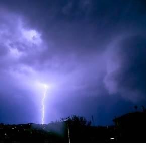 Καιρός: Καταιγίδες «σάρωσαν» τη μισή Ελλάδα – Έβρεξε και στην Εύβοια(pics+vids)